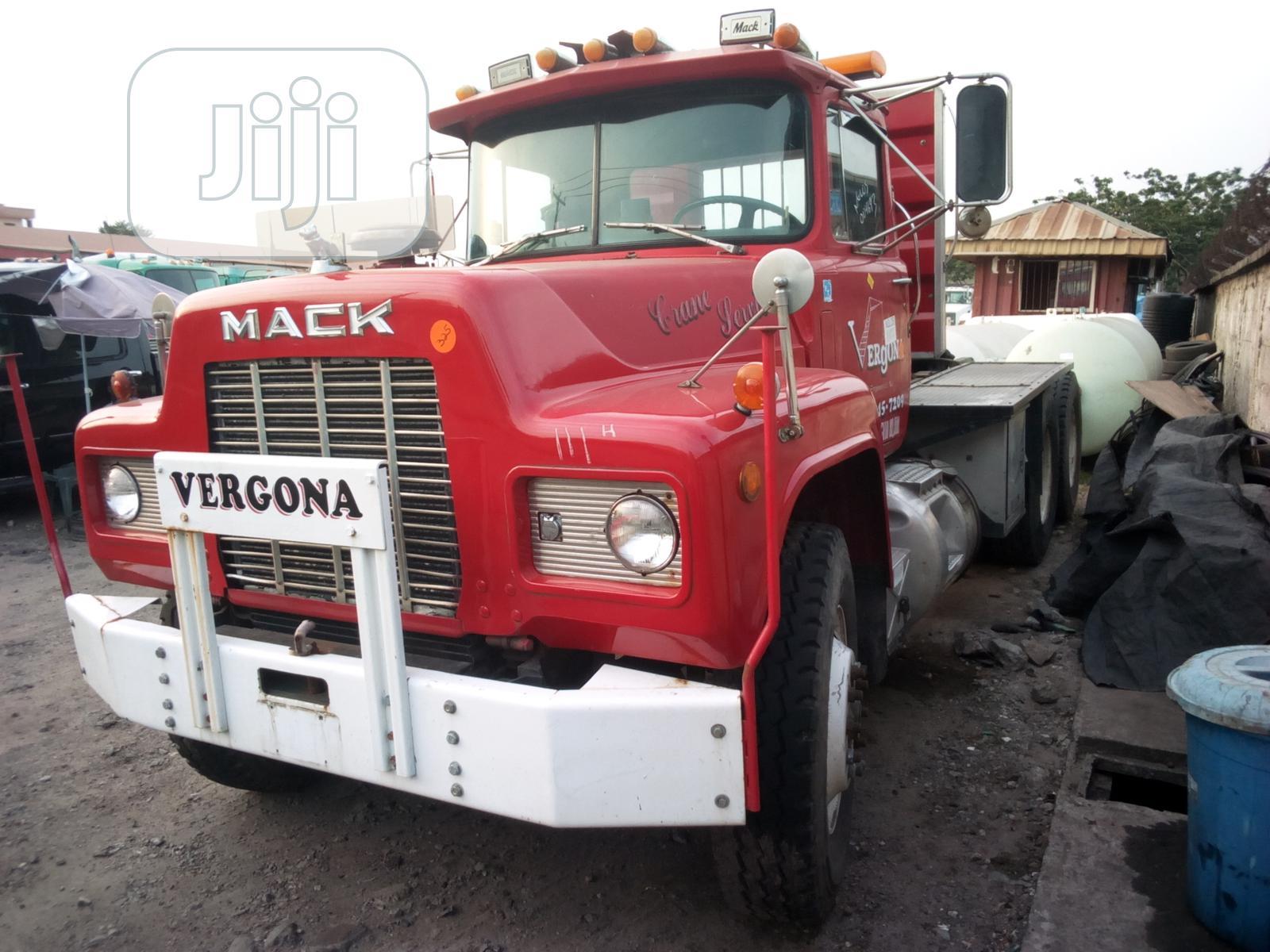 Mack R Model Tractor Head