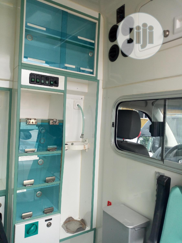Archive: Volkswagen Transporter 2009