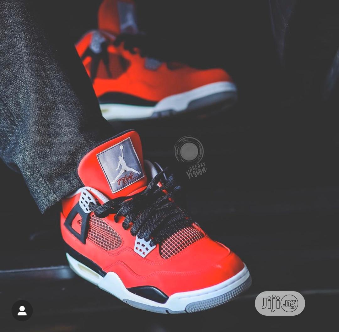 Air JORDAN 4 Retro Royalty Toro Bravo