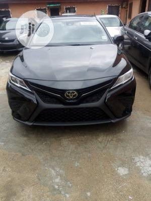 Toyota Camry 2018 SE FWD (2.5L 4cyl 8AM) Black | Cars for sale in Lagos State, Ojota