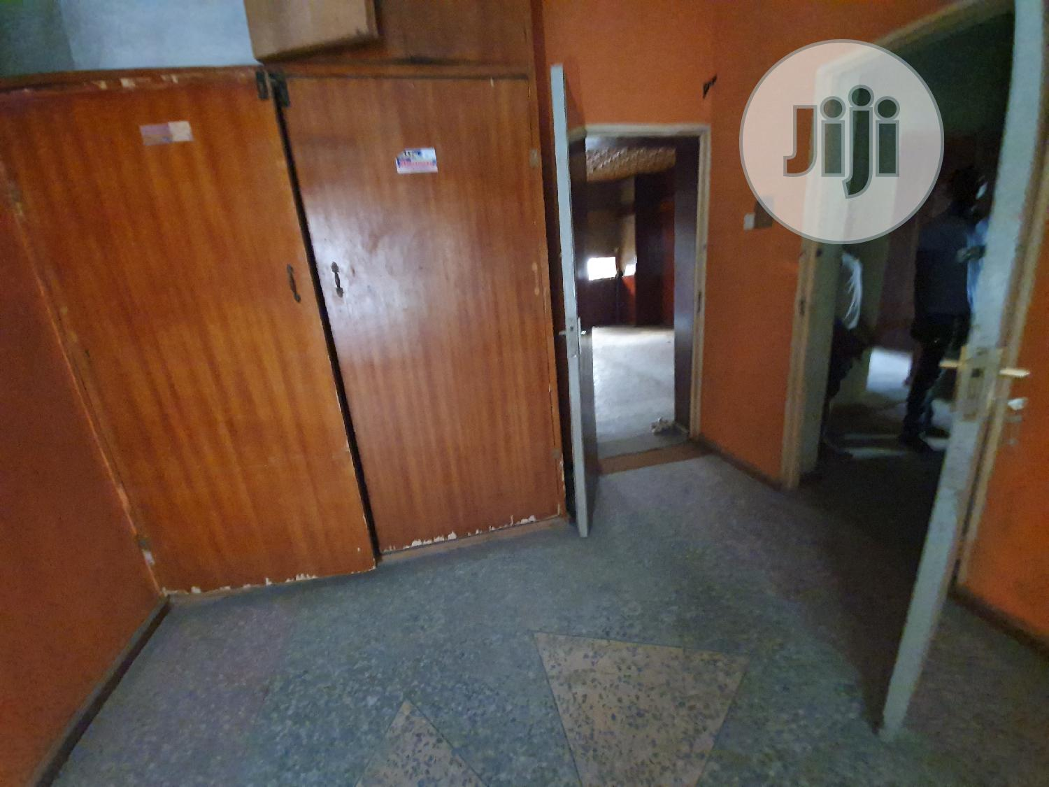 Lovely 3 Bedroom Flat | Houses & Apartments For Rent for sale in Surulere, Lagos State, Nigeria