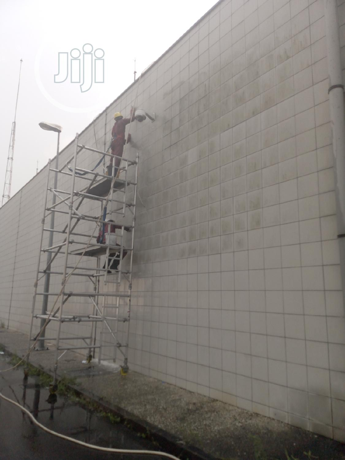 Archive: High Rise Wall And Window Cleaning.