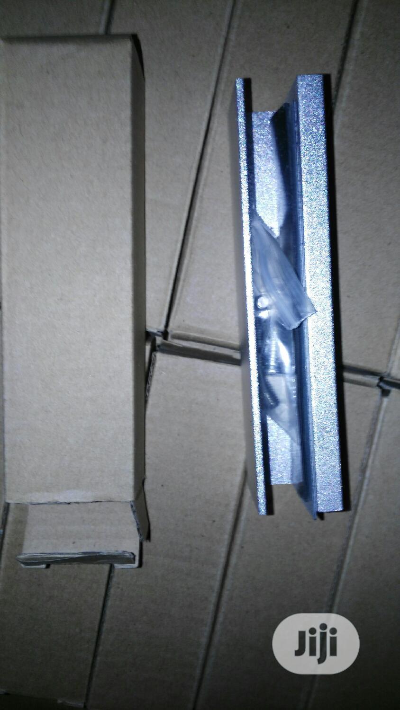 UB 100 Glass Door Bracket