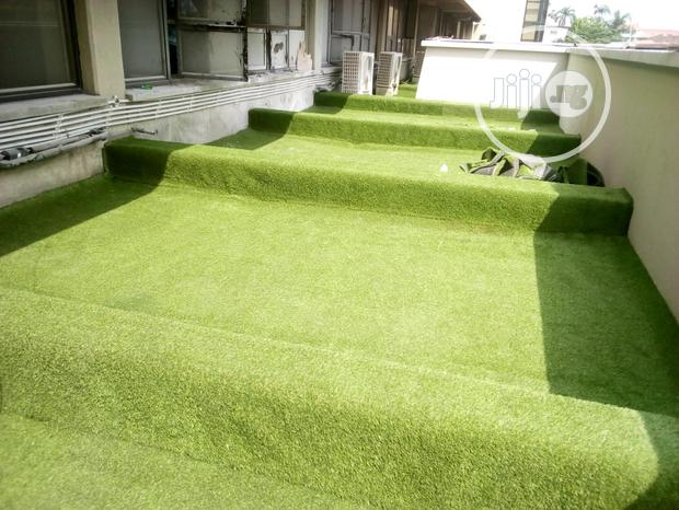 Install Artificial Grass In Your Home Or At Your Workplace