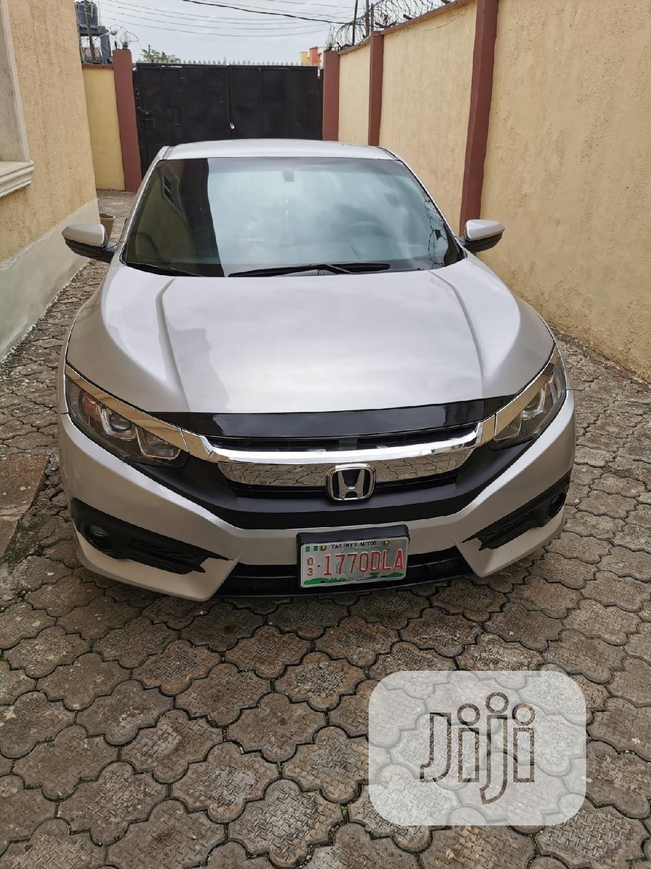 Honda Civic 2018 LX Coupe Silver