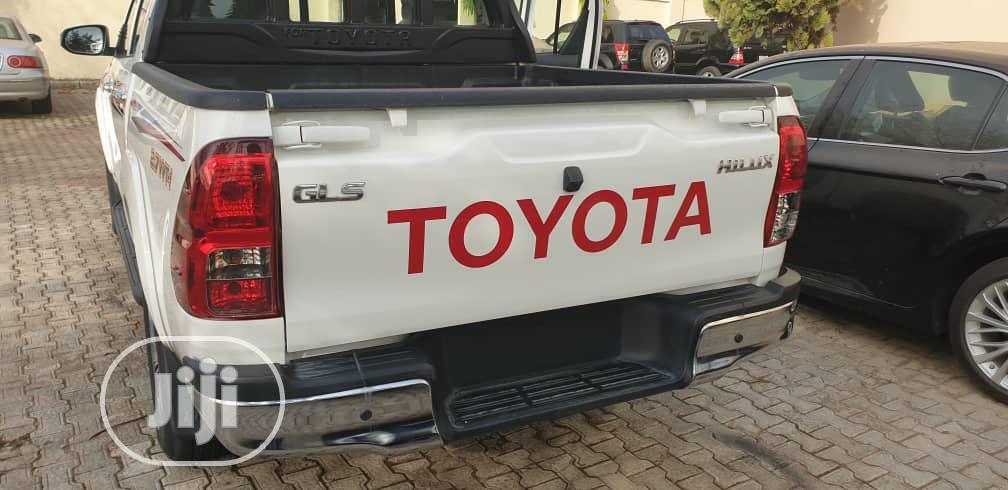 Archive: New Toyota Hilux 2019 SR5+ 4x4 White