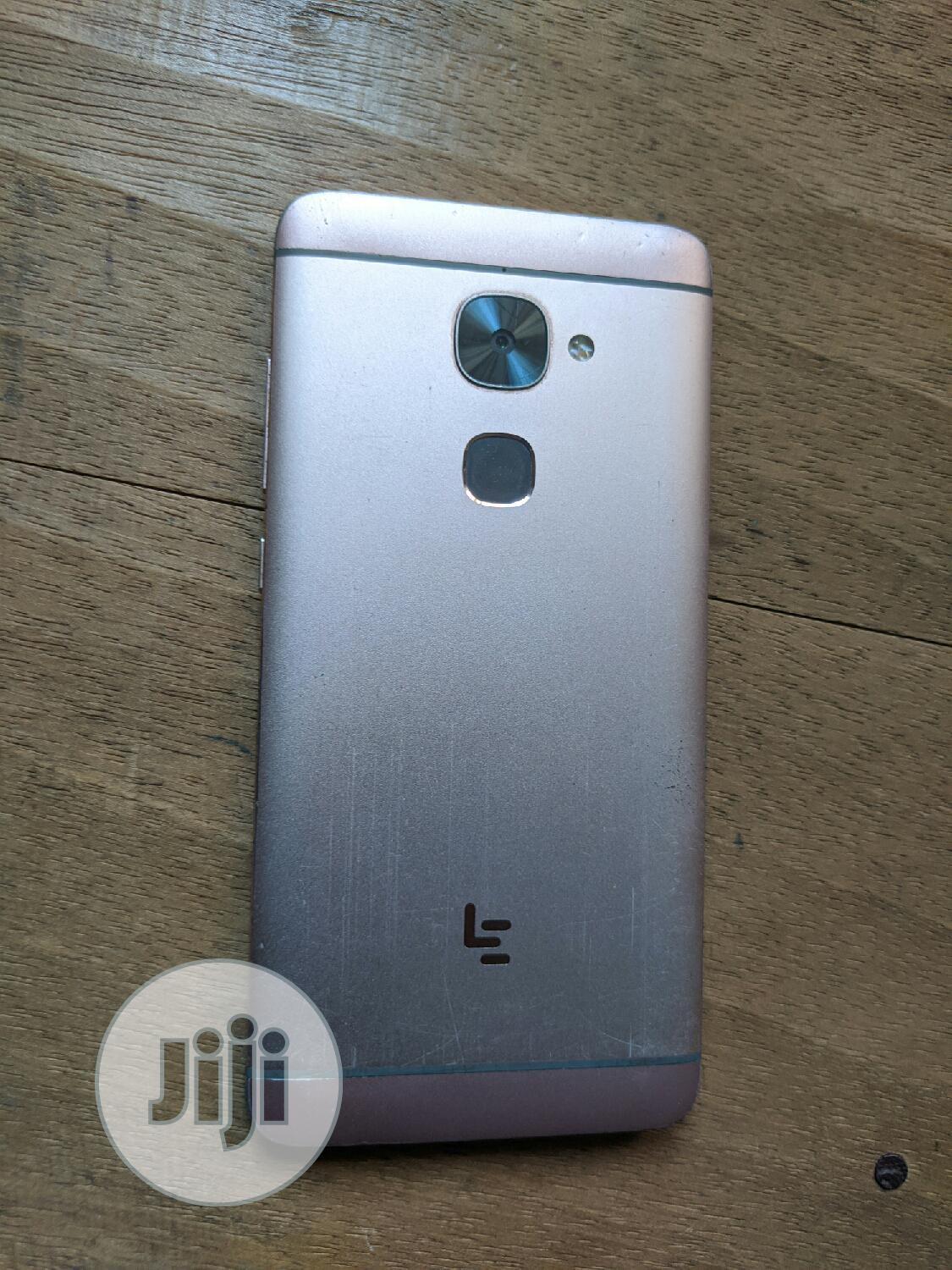 Archive: LeEco Le 2 32 GB Gold