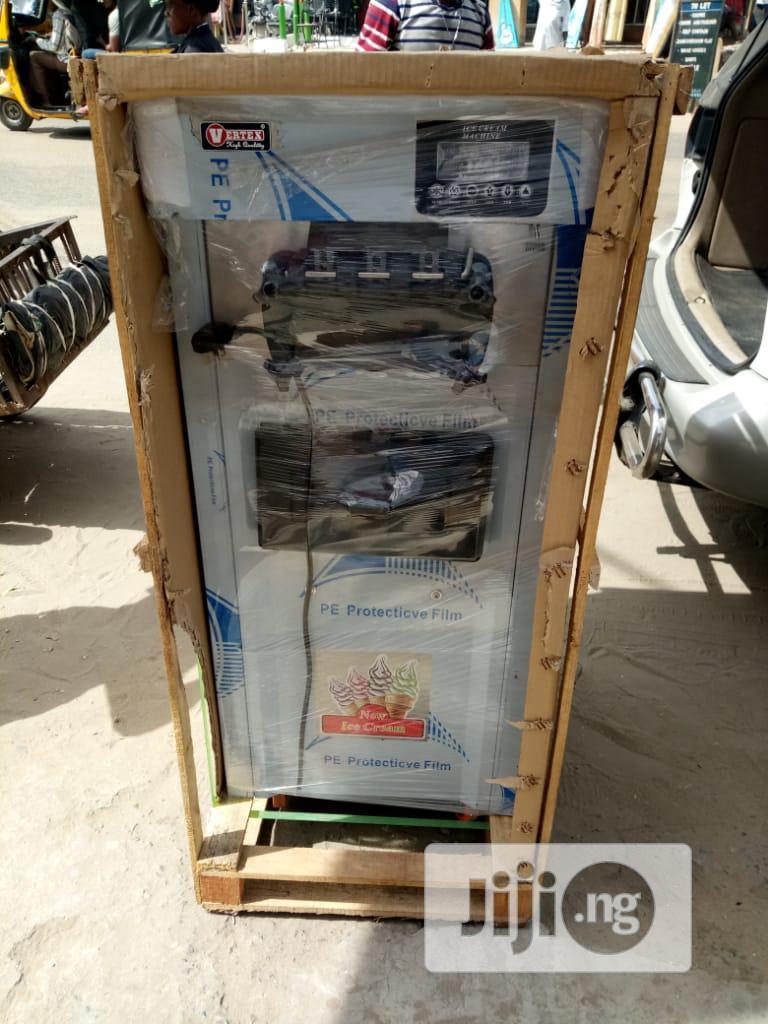 3 Nozzles Standing Icecream Machine