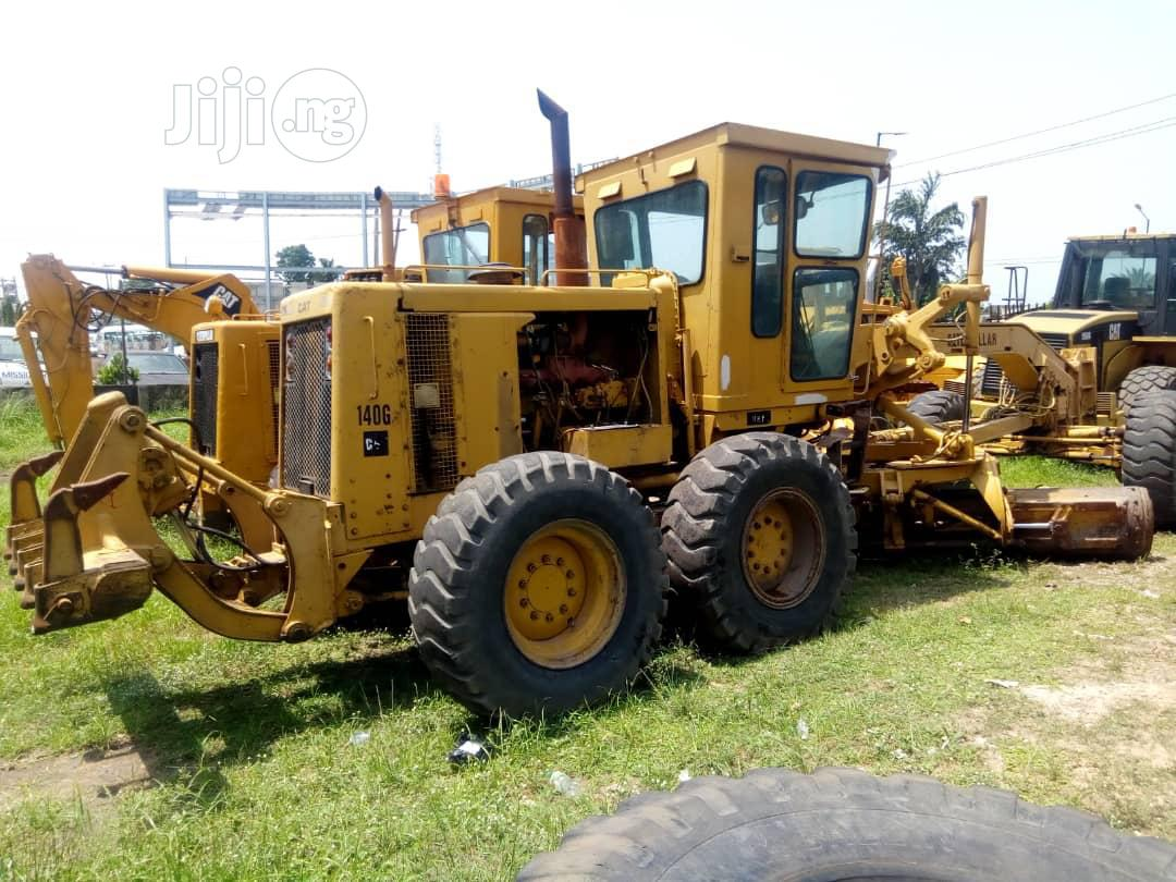 Archive: 140H Grader With Ripper Caterpillar