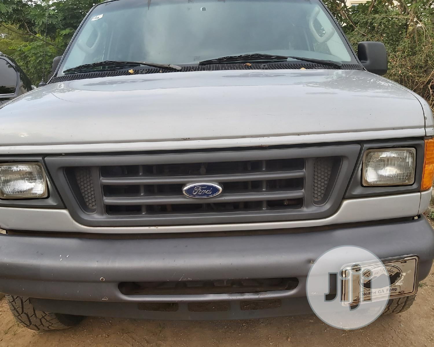 Archive: Ford E-350 2006 XLT Super Duty Gray