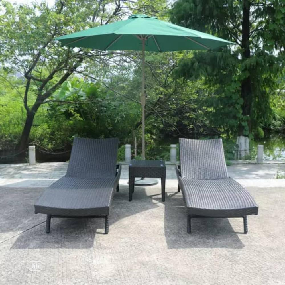 Swimming Pool Relaxing Chairs With Umbrella