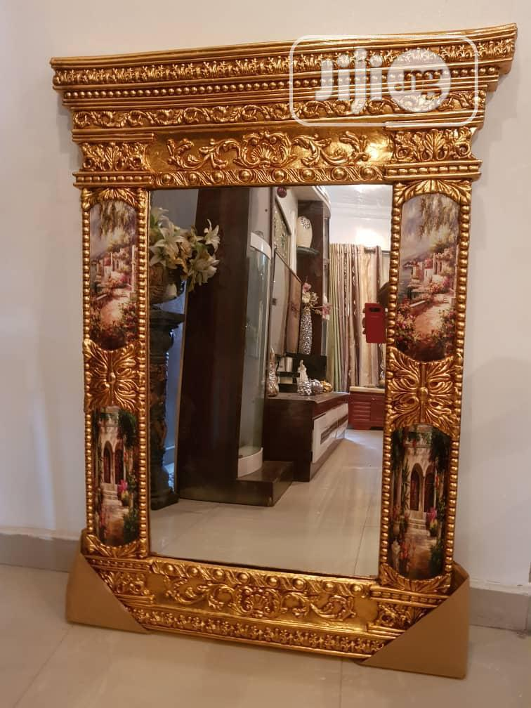 Quality Mirror With Console