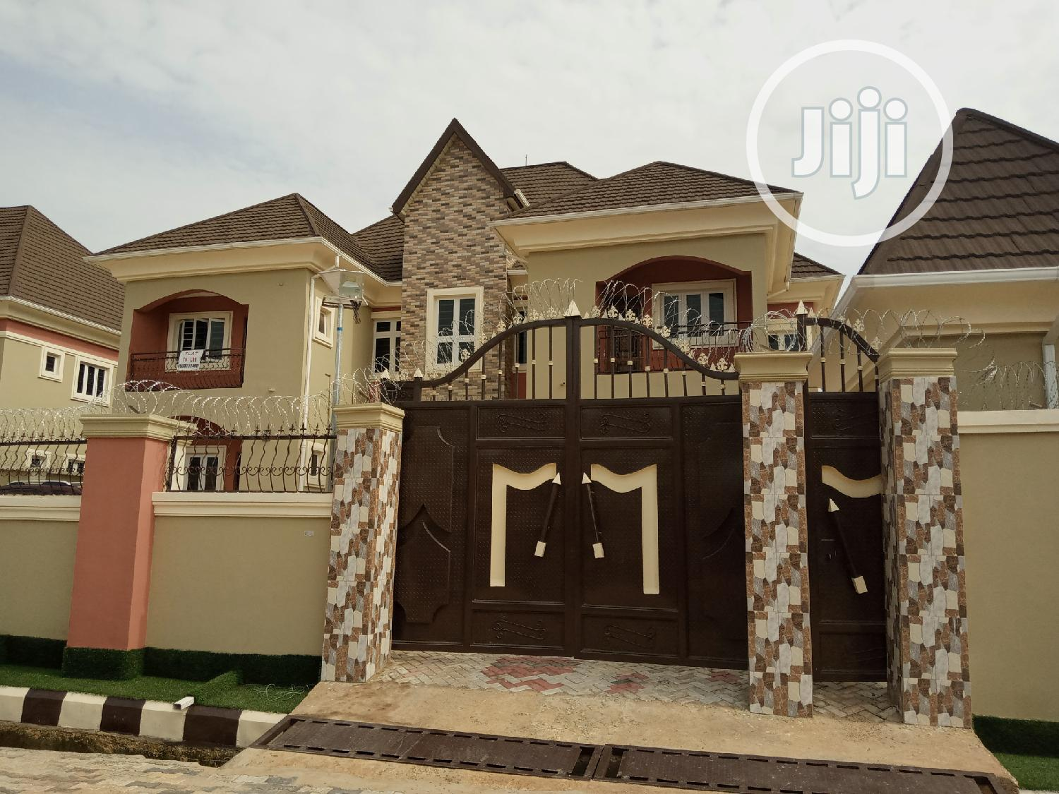 4 and 3 Bedrooms Flat for Rent at Thinkers Conner Estate Enugu