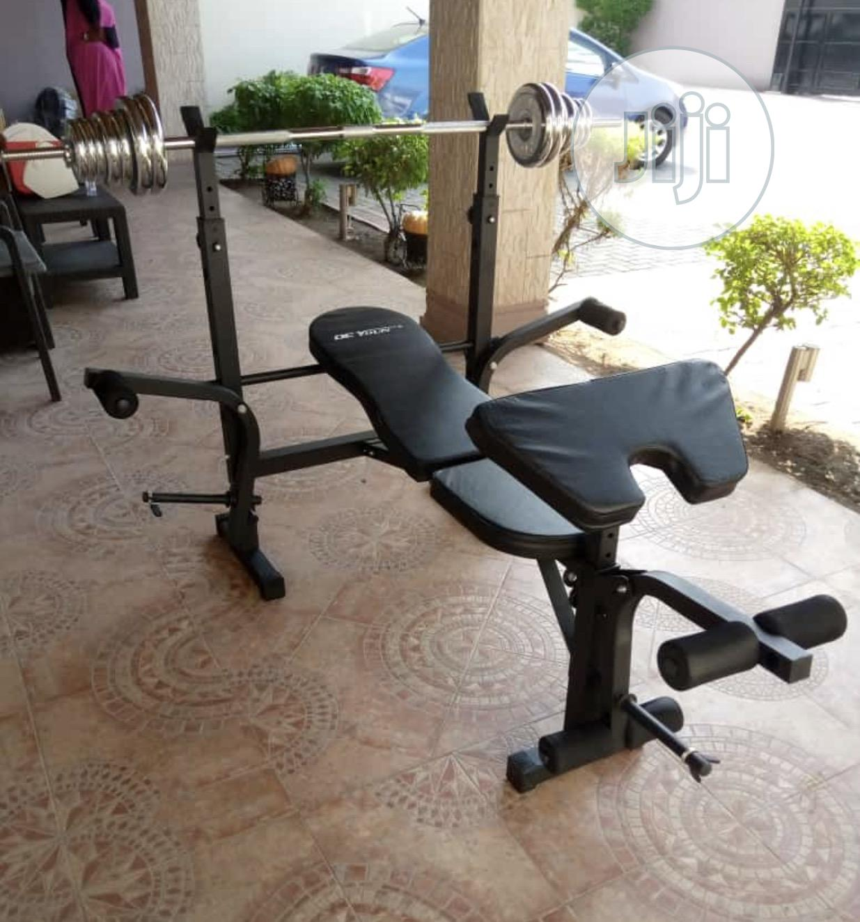 Weight Bench With 50kg Barbell