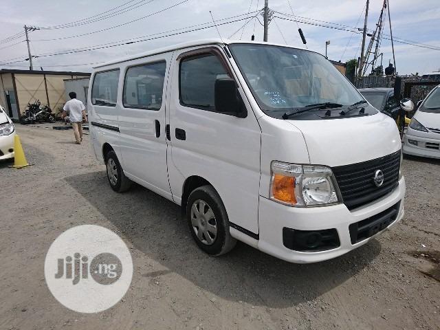 Nissan Hummer Bus