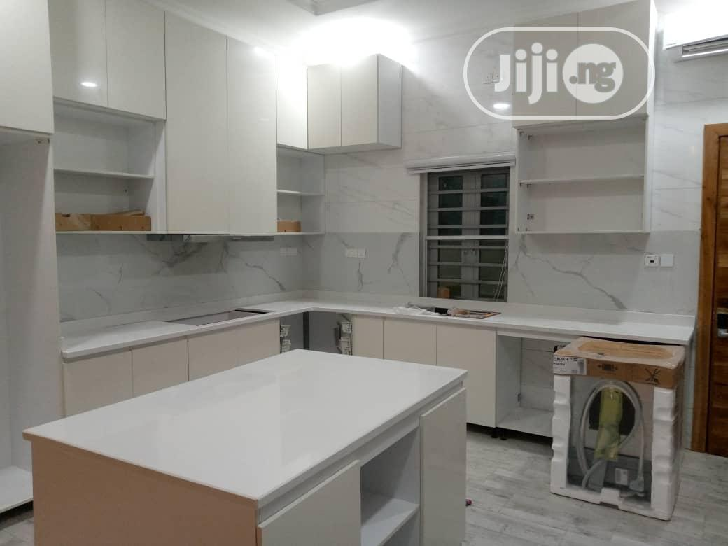 White Marble Kitchen Cabinet Top