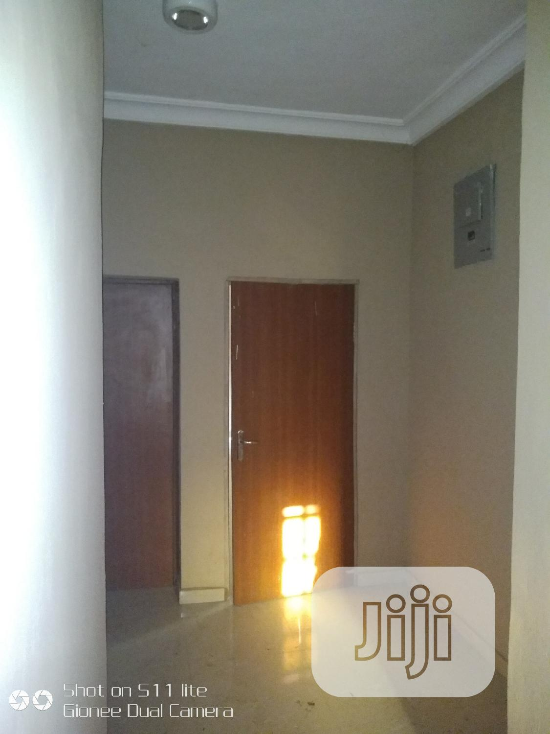 Archive: To Let 3bedroom Wit Jacuzzi in Martin's Estate Akute 400k Pa Yr
