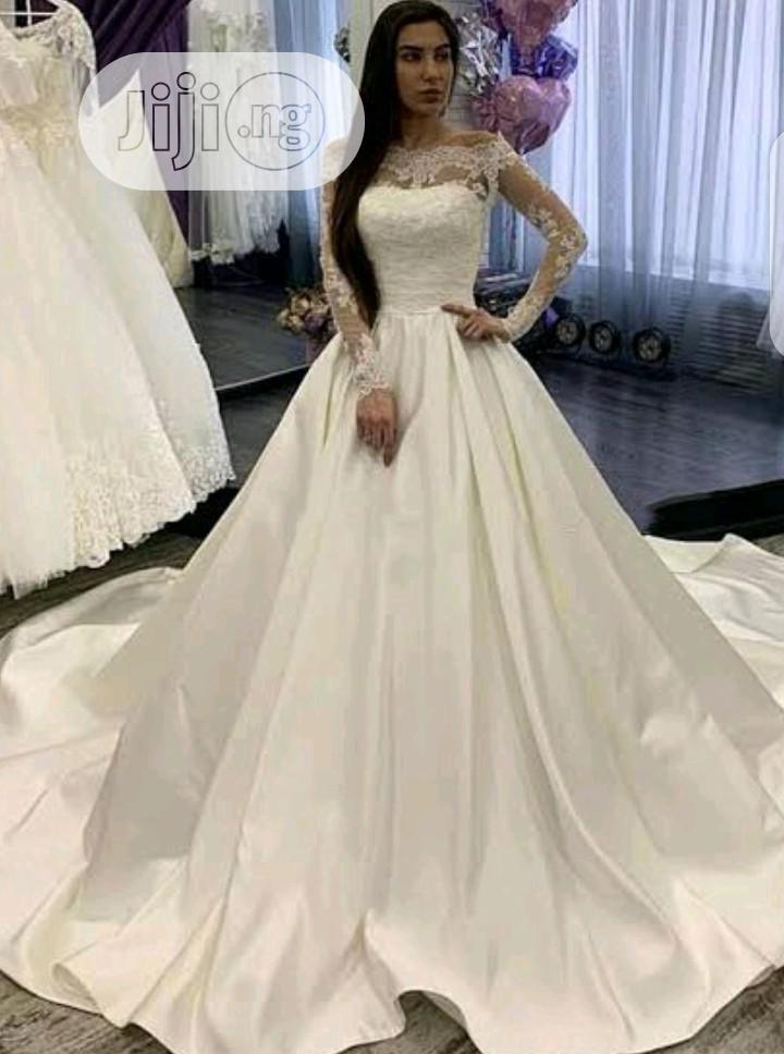Look Stunning On Your Big Day With This Wedding Gown