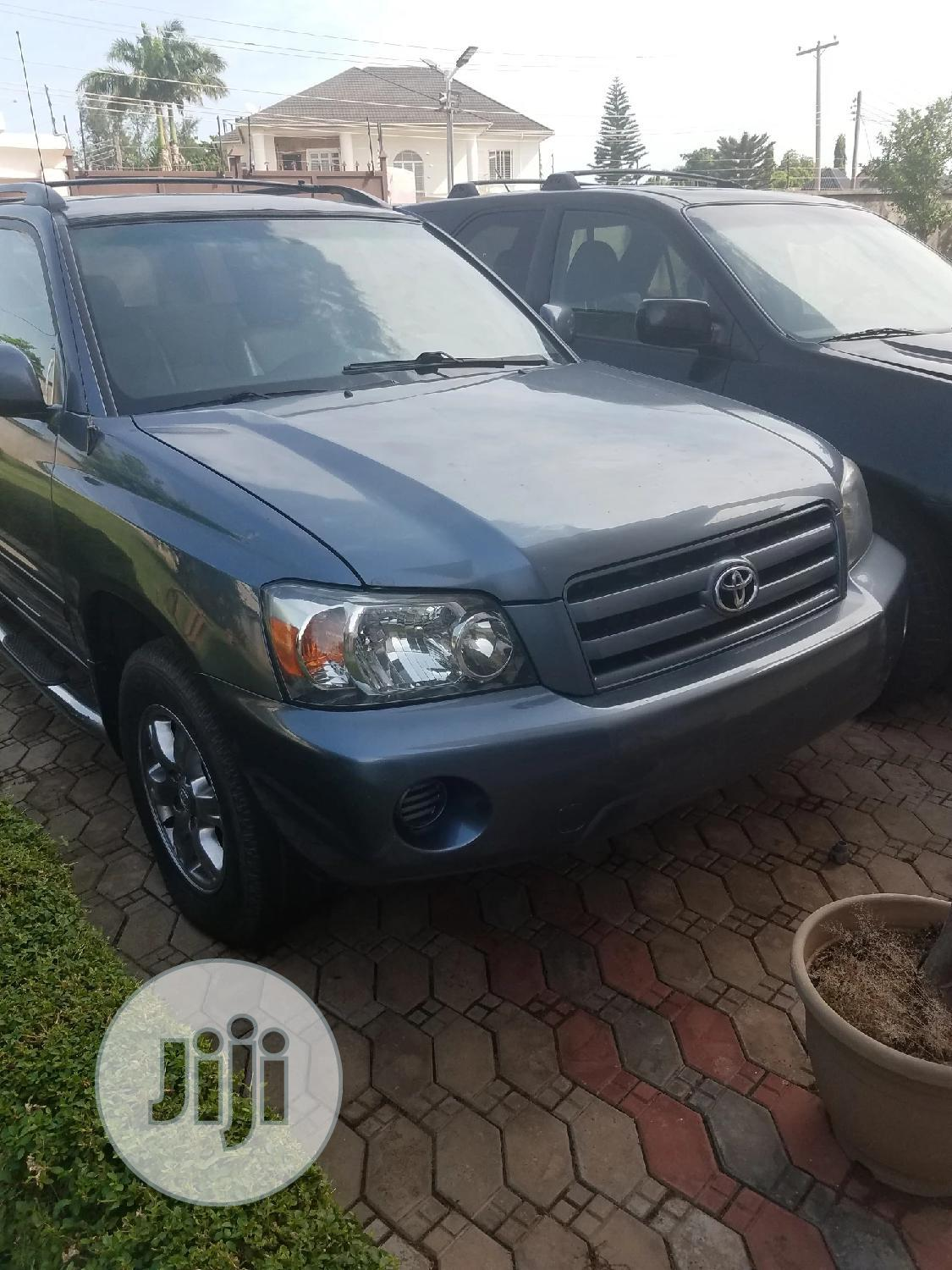 Archive: Toyota Highlander 2004 Limited V6 4x4 Blue