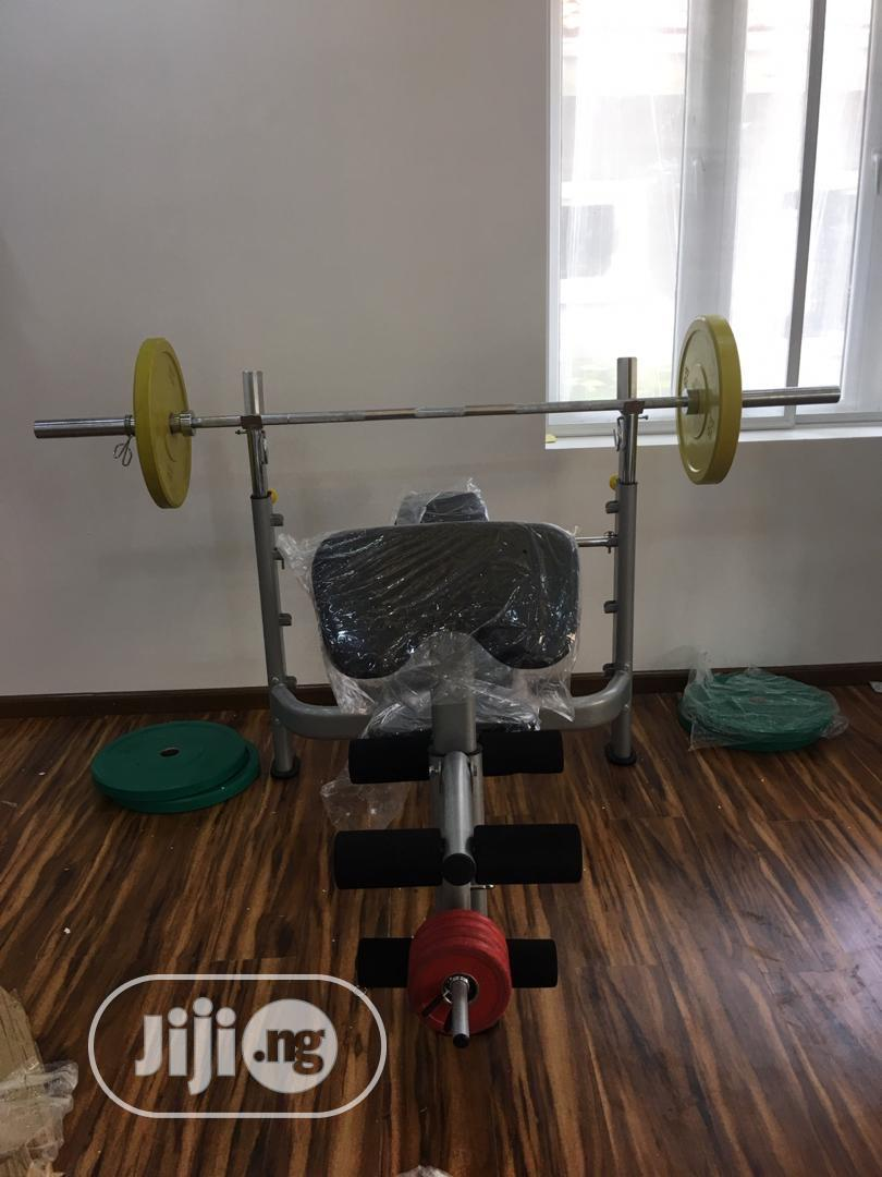 Commercial Weightlifting Bench With Olympic Bar and Plate