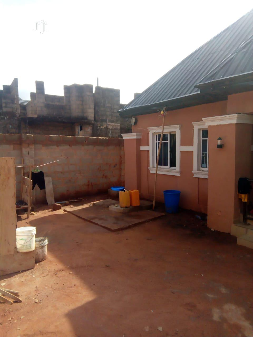 A Unit Of 3 Bedroom,1 Big Parlor And 2 Toilet At Nnewi For Sale