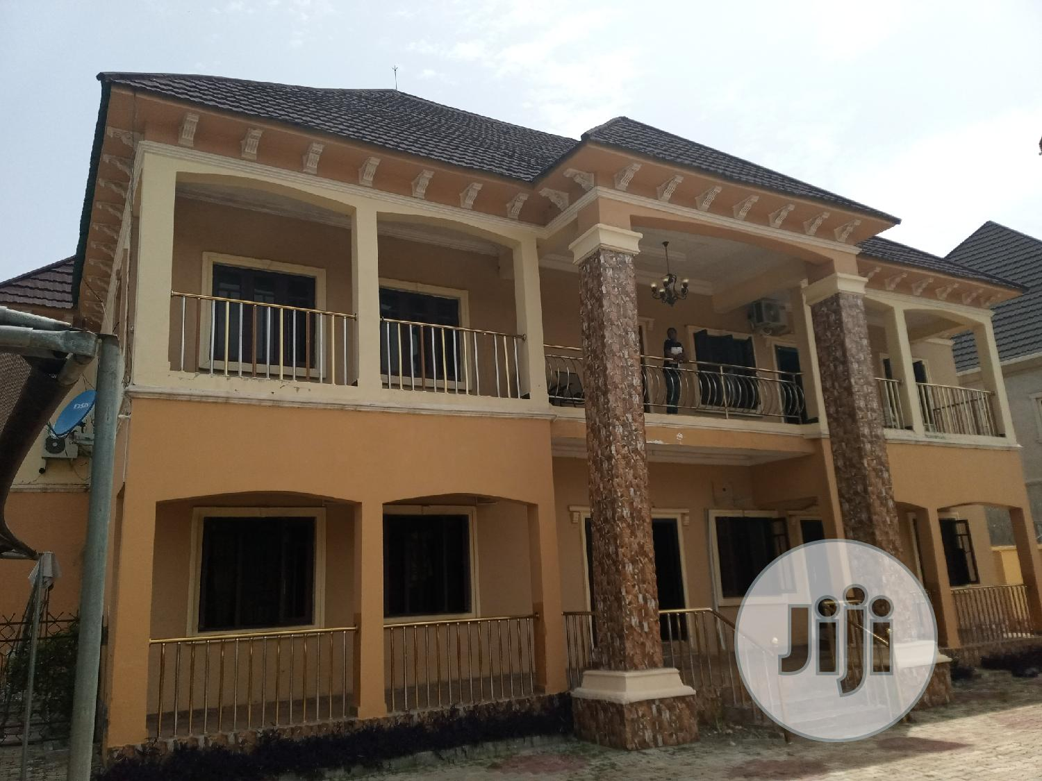 A Specious 5 Bedroom Fully Detached Duplex For Sale