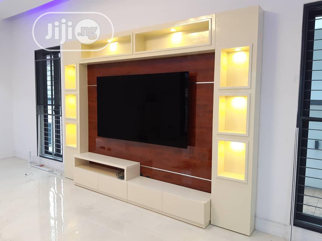 Luxury Home TV Stand With LED Bulbs   Furniture for sale in Ibadan, Oyo State, Nigeria