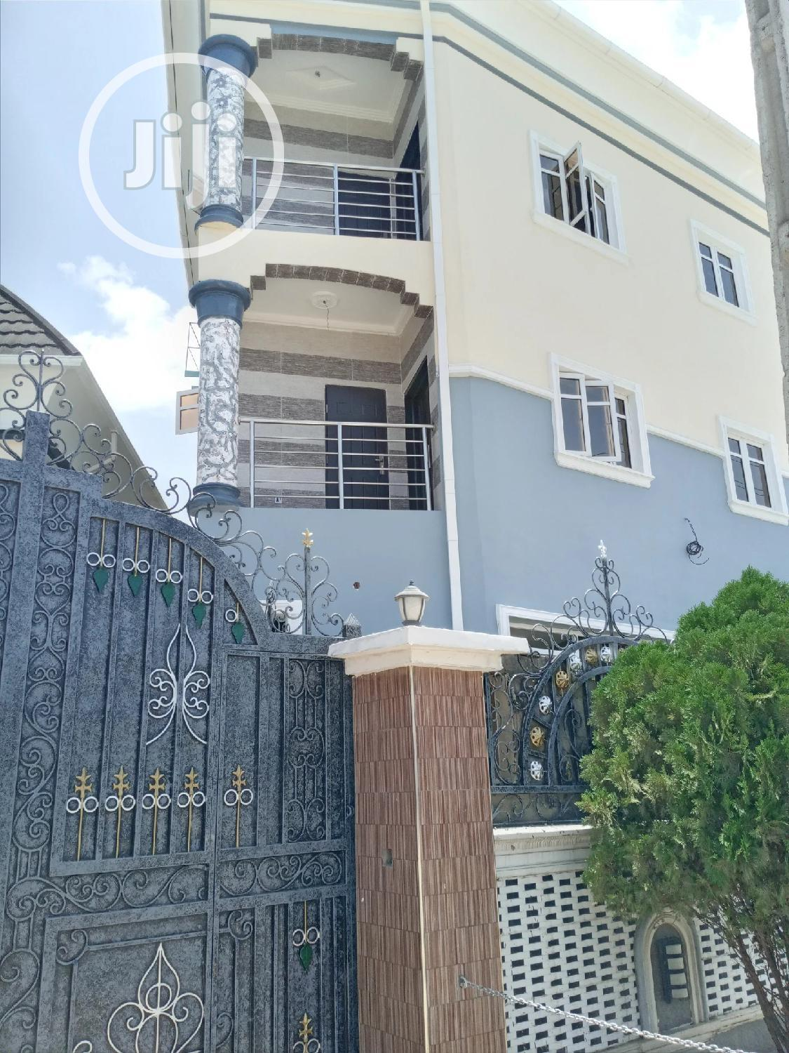 Luxurious 3bedroom Flat For Rent