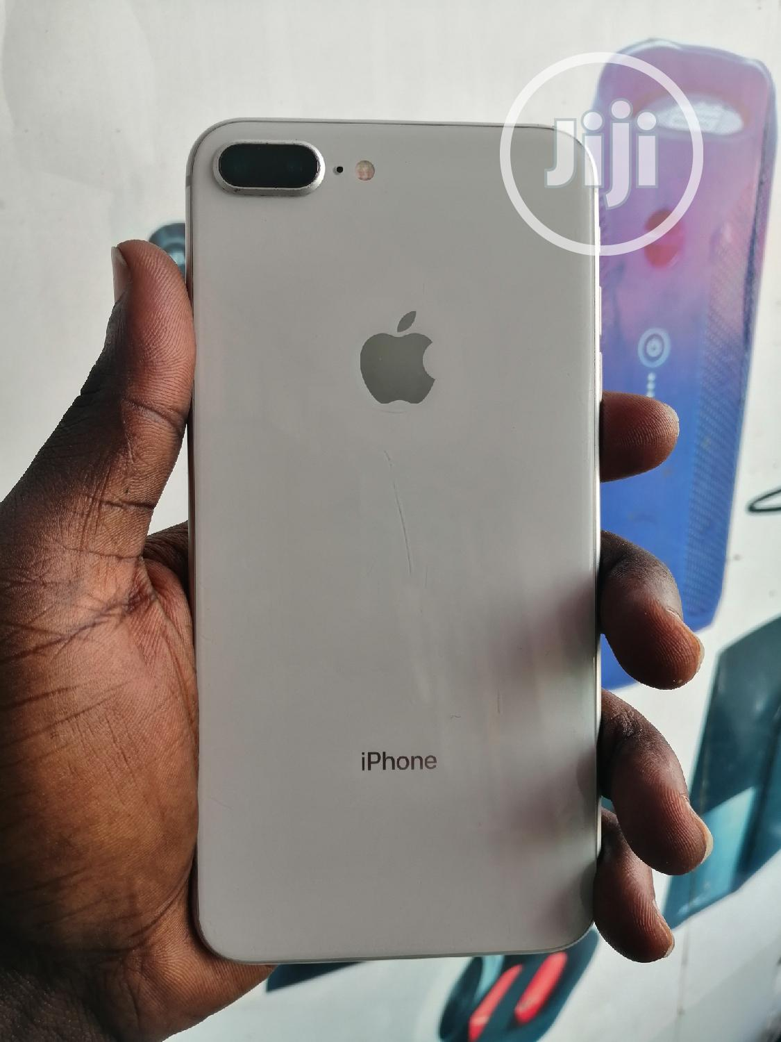 Apple iPhone 8 Plus 64 GB White