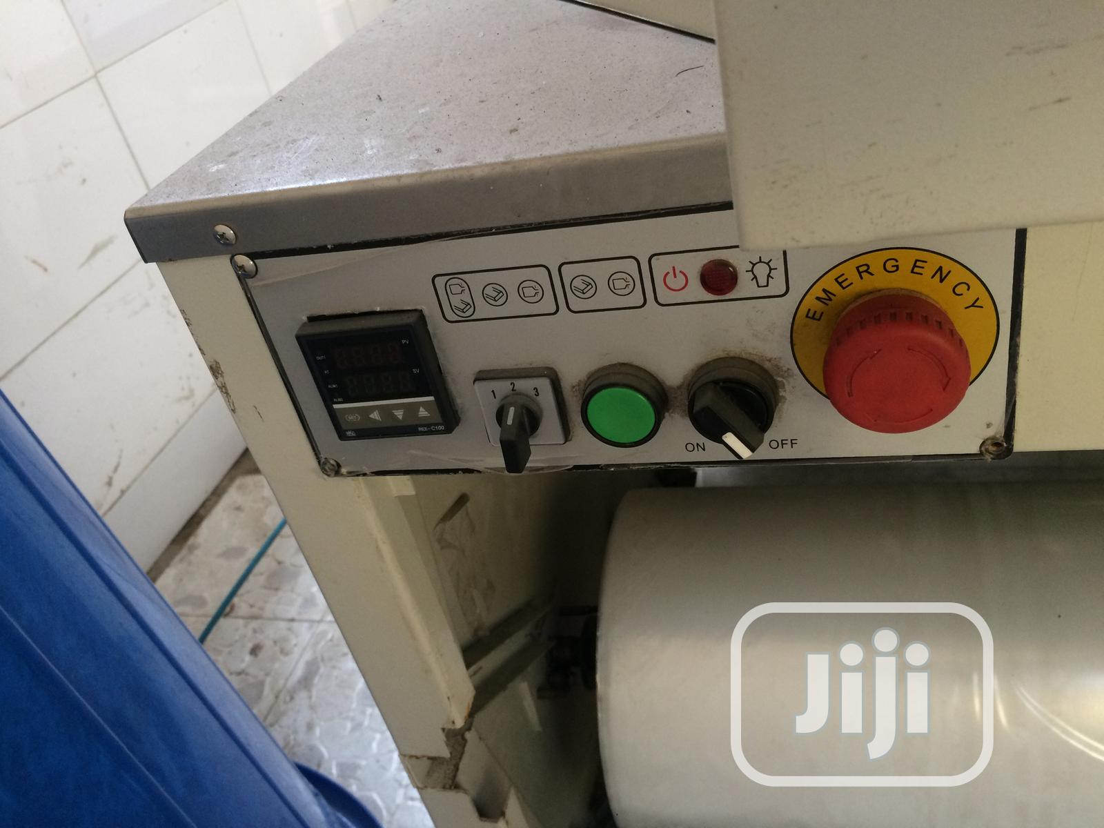 Clean Shrink Wrapping Machine | Manufacturing Equipment for sale in Ajah, Lagos State, Nigeria