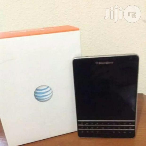 New Blackberry Passport Black 32 GB
