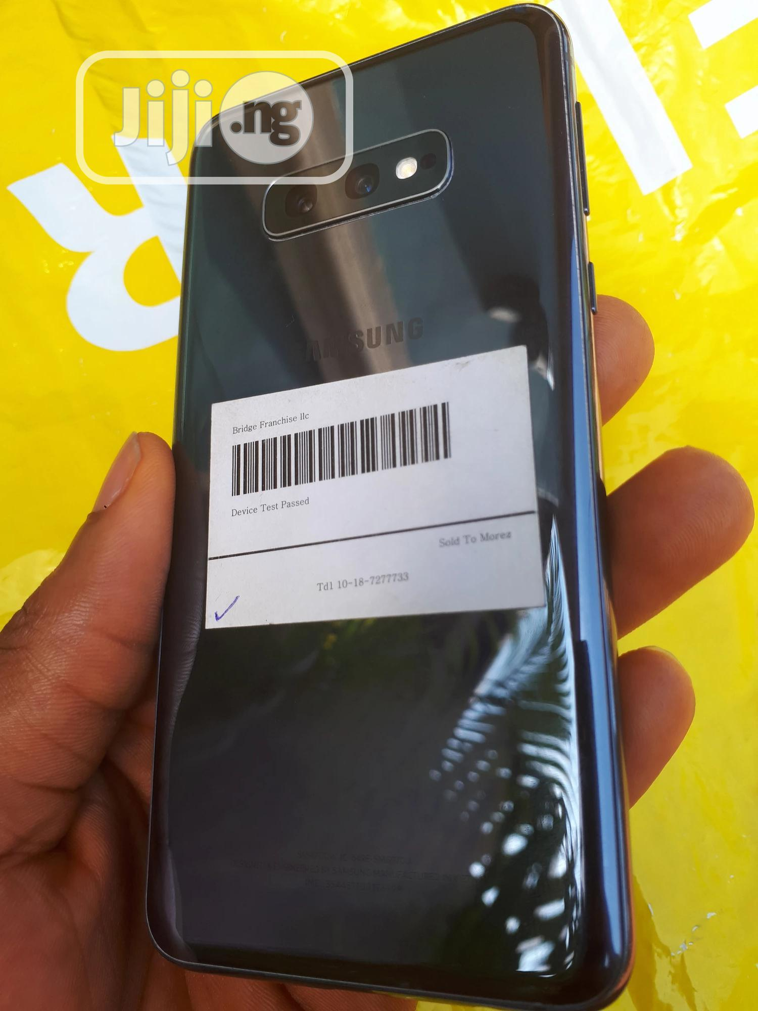 Archive: Samsung Galaxy S10e 128 GB