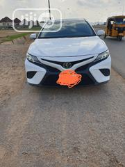 Toyota Camry 2018 SE FWD (2.5L 4cyl 8AM) White | Cars for sale in Abuja (FCT) State, Gwarinpa