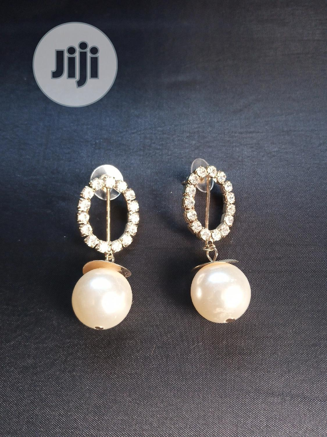 Archive: Classic Stone And Pearl Earring