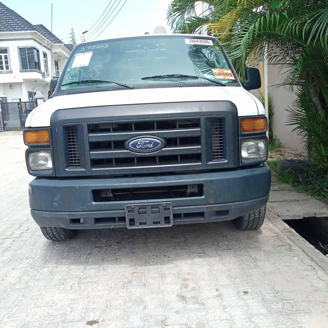 Archive: Ford E-250 2009 Extended White