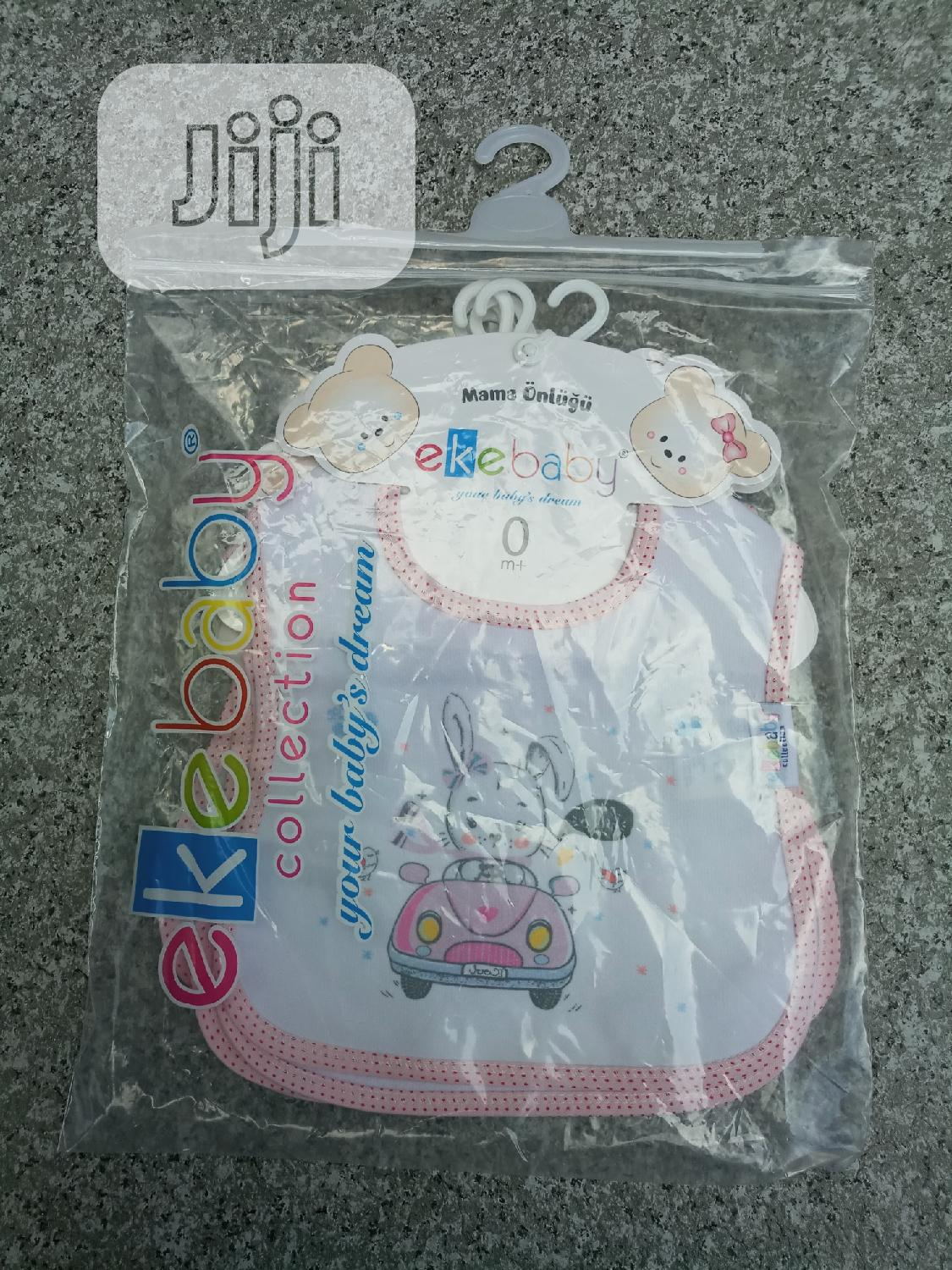 A Set 4 Pieces of Baby Bibs