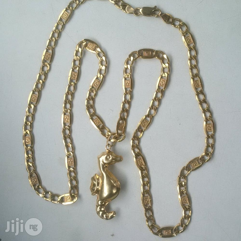 ITALY 750 Solid 18krt Gold With Sea Horse Pendant
