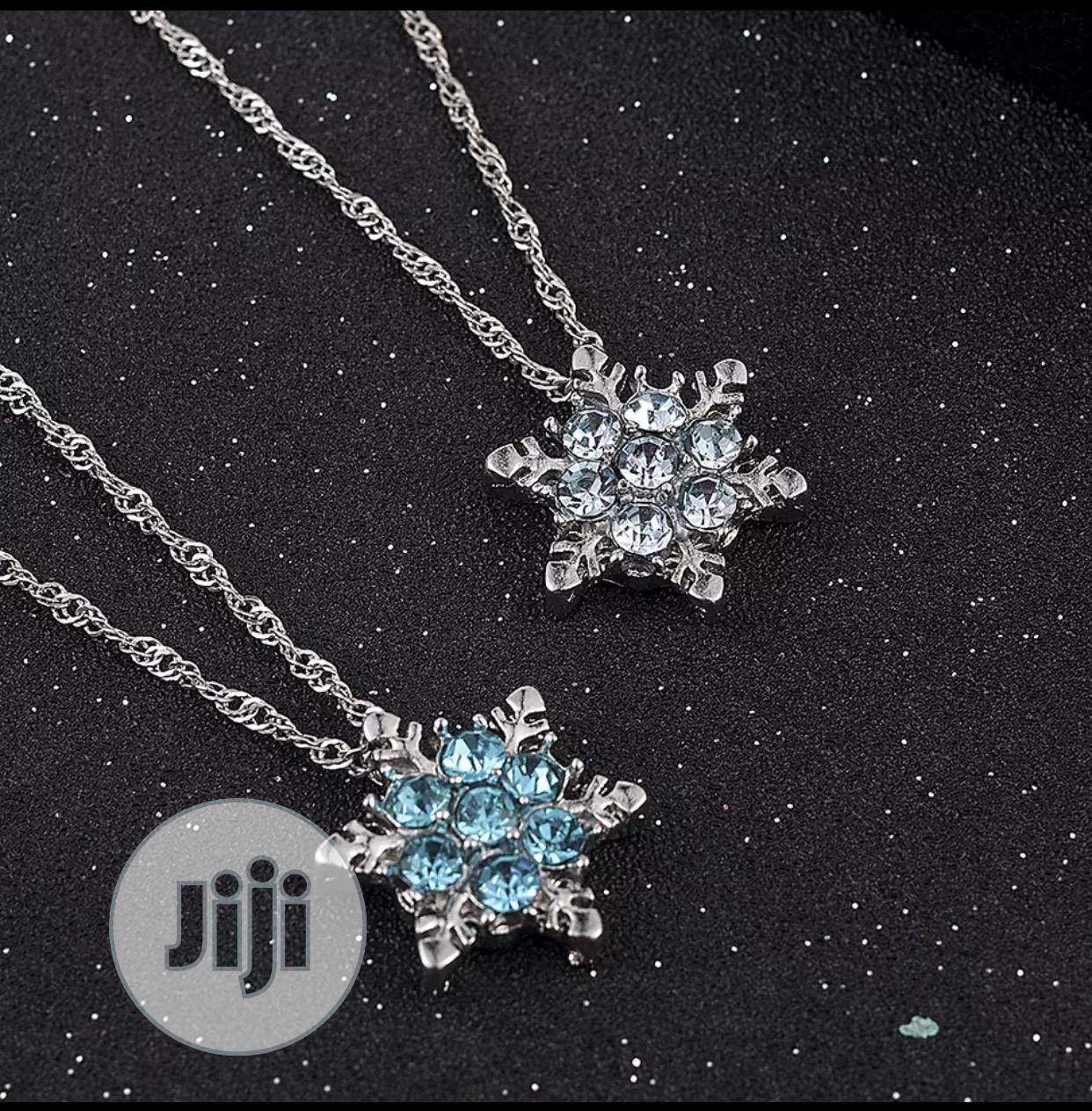 Archive: 2020 New Zirconium Vintage Snowflake Flower Jewelry