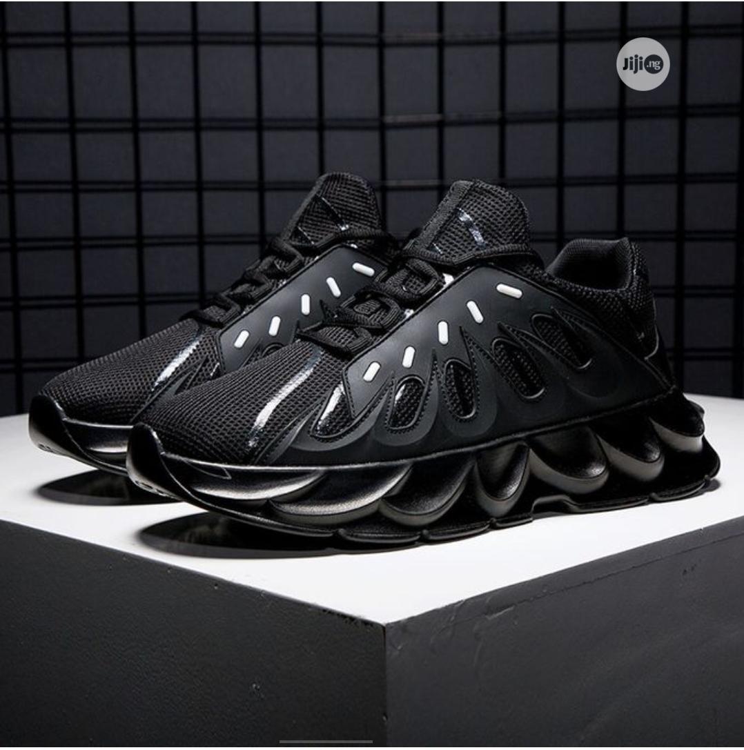 Volcano Unisex Sneakers- Black