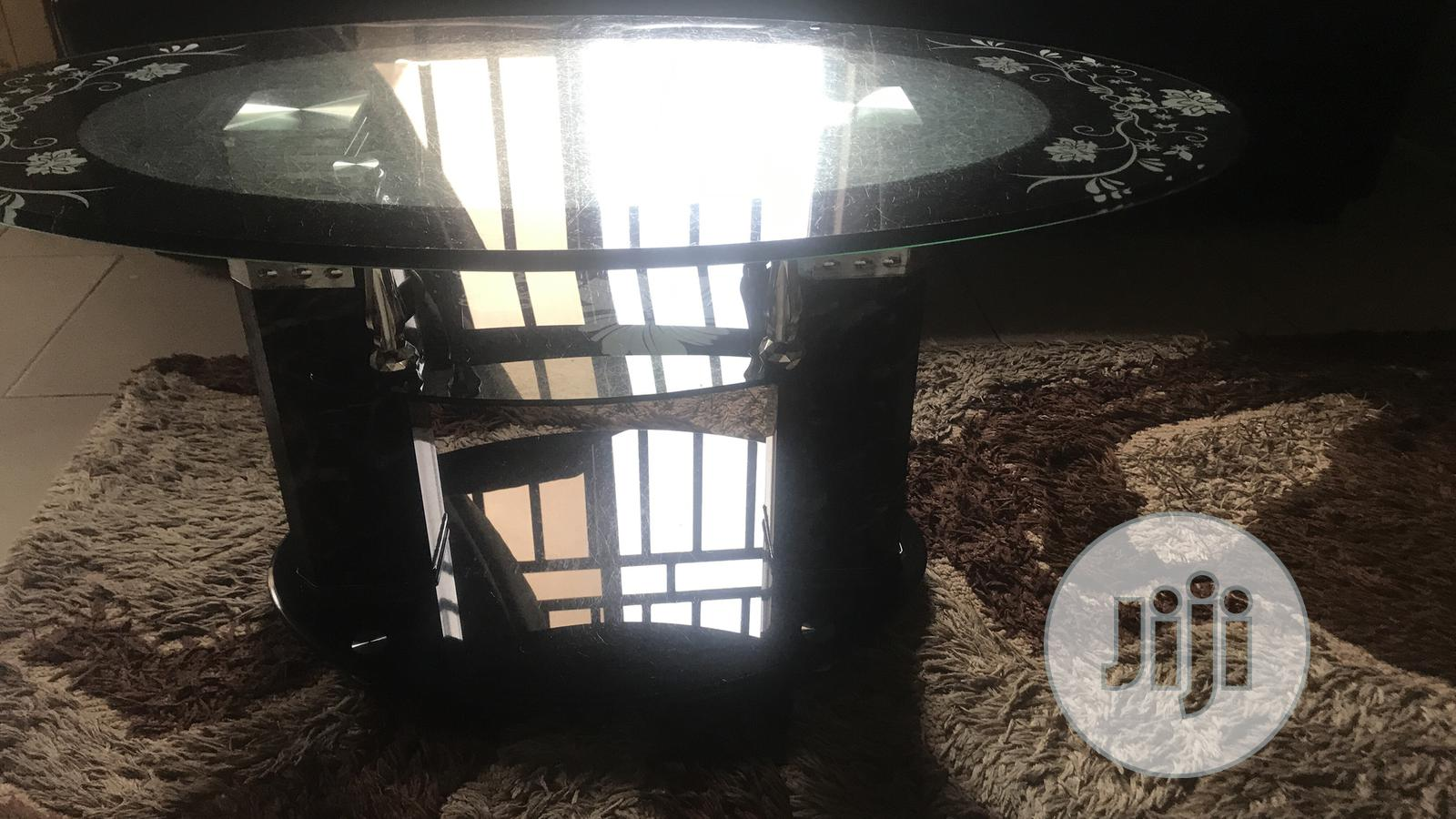 Very Neat Glass Center Table   Furniture for sale in Kubwa, Abuja (FCT) State, Nigeria