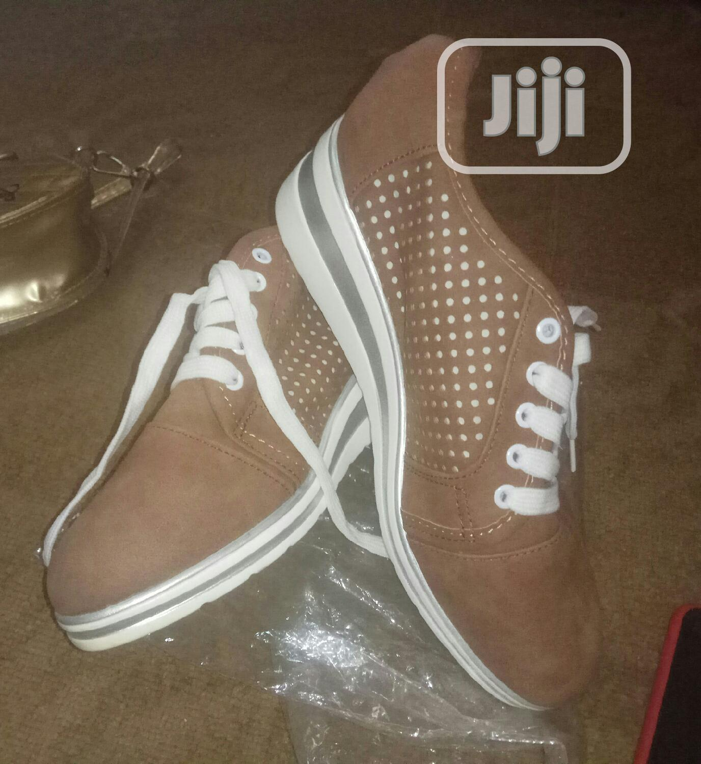 Easy To Lift Canvass   Shoes for sale in Isolo, Lagos State, Nigeria