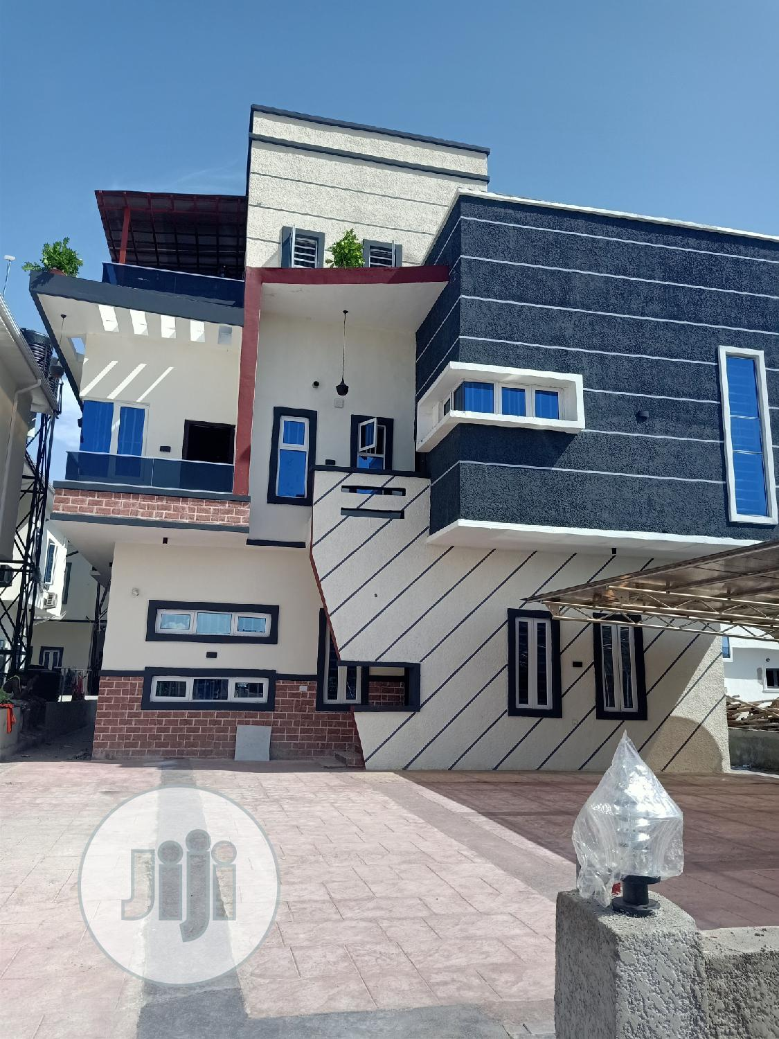 A Beautiful Smart 5bedroom Duplex With Pent House For Sale In Orchid.