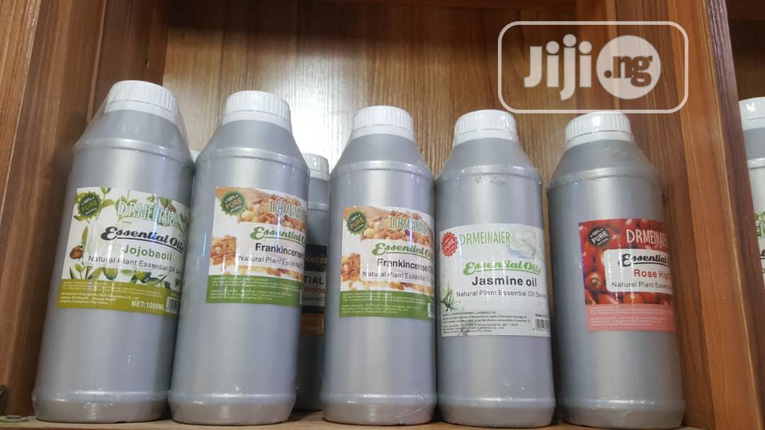 Rosehip,Jasmine,Frankincense,Jojoba,And Rosemary Oil
