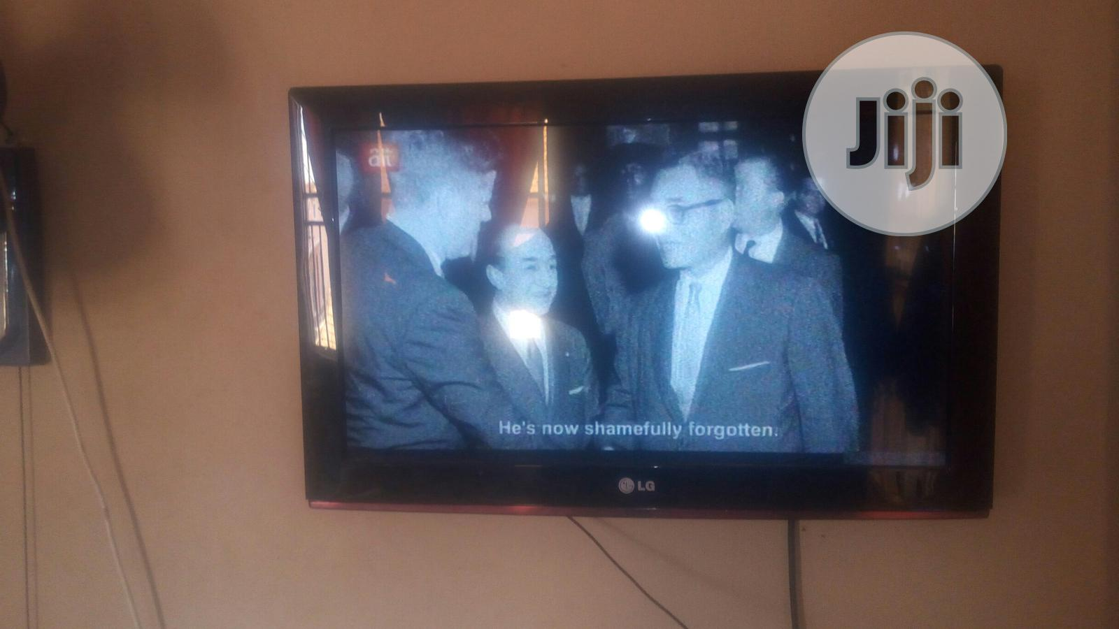 Archive: Fairly Used Coloured 32 Inches LG Television In Perfect Condition