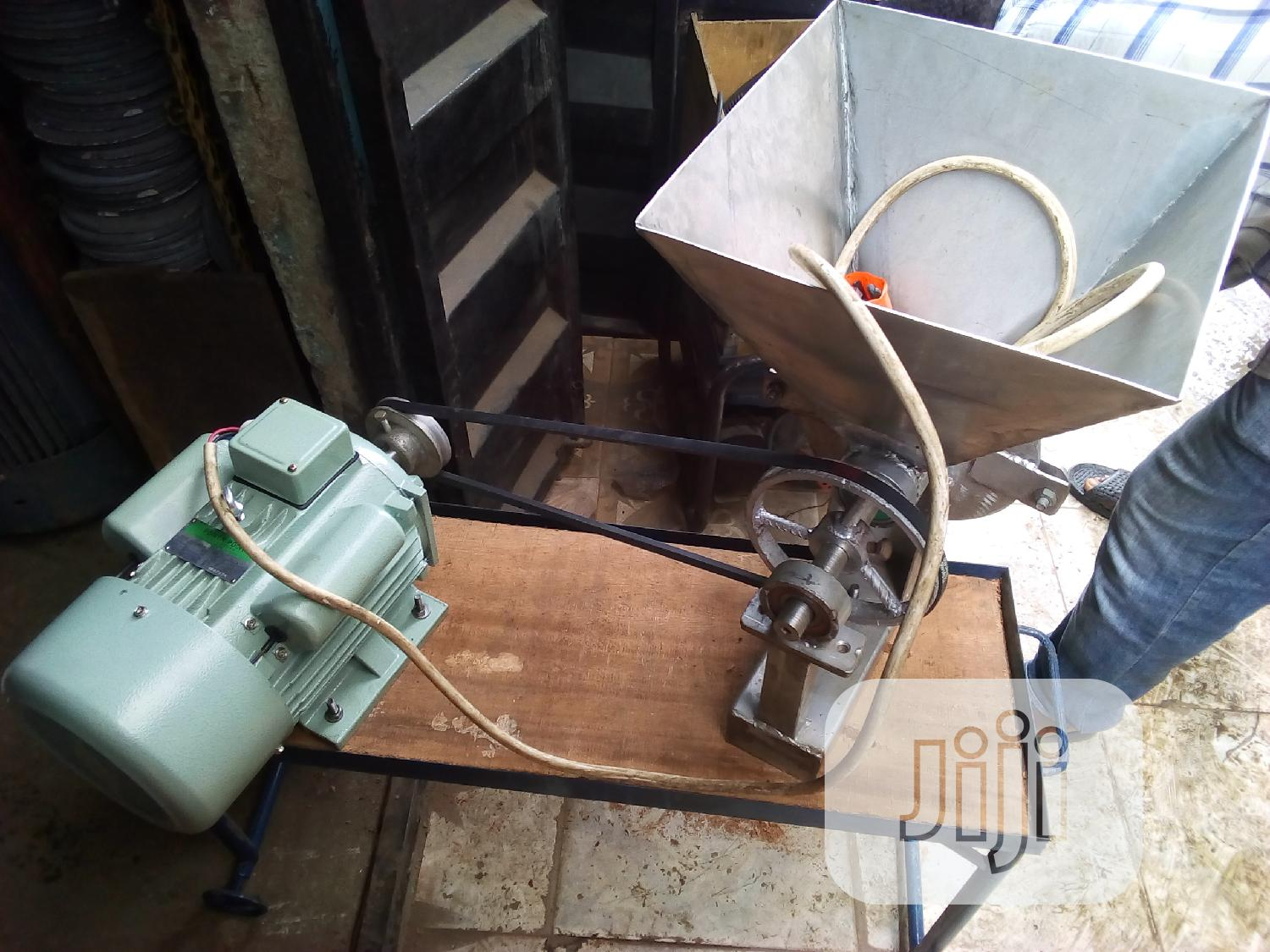 Complete Set Of Electric Grinding Motor 5hp With Stainless Mill.
