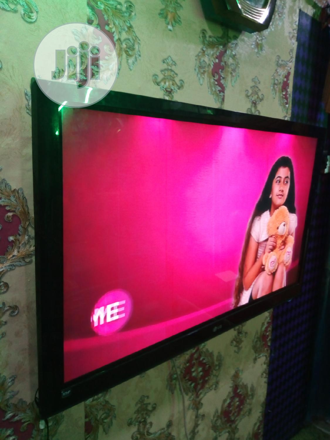 London Used,52 LG LCD,Tv Set | TV & DVD Equipment for sale in Agege, Lagos State, Nigeria