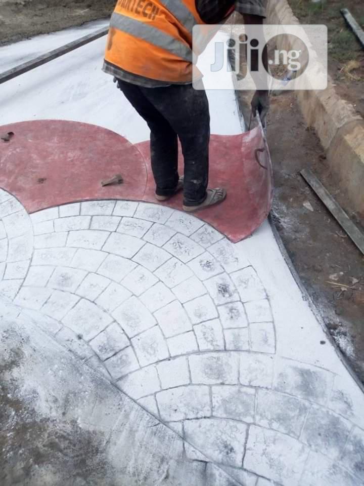 Random Stone Stamp Concrete Floor