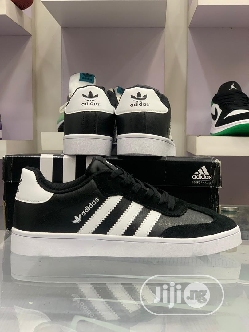*Adidas VRX LOW* Sneakers   Shoes for sale in Lagos Island, Lagos State, Nigeria