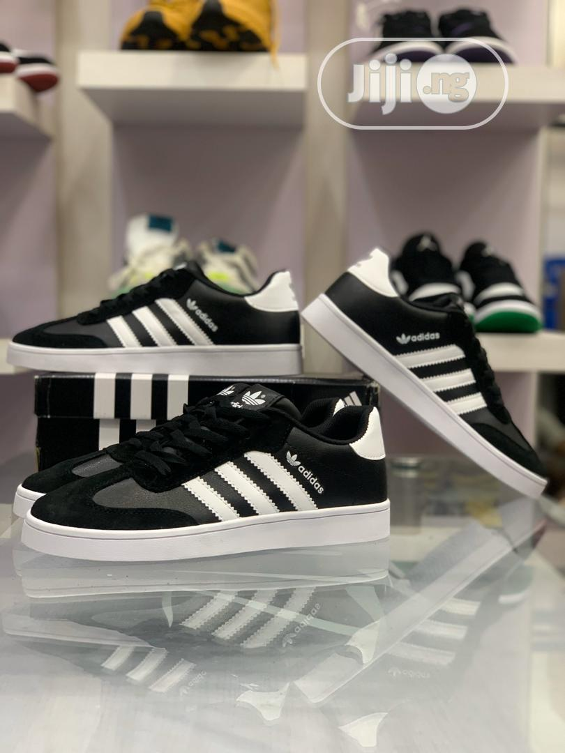 *Adidas VRX LOW* Sneakers