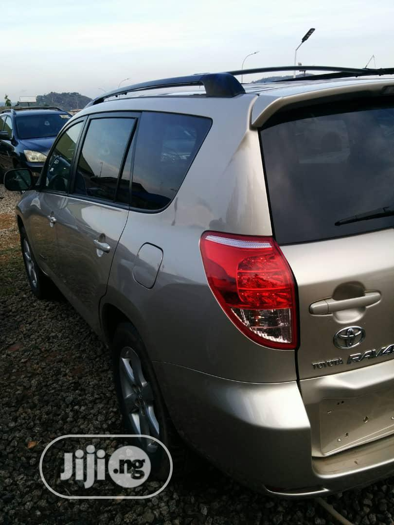 Toyota RAV4 Limited V6 4x4 2007 Gold | Cars for sale in Kubwa, Abuja (FCT) State, Nigeria